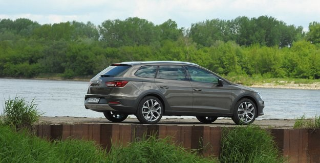 W porównaniu ze standardowym kombi wersja X-Perience ma prześwit zwiększony o 2,7 cm. /Motor