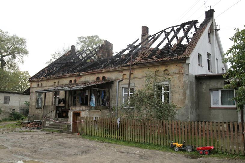 W pożarze domu zginęła matka i dwójka dzieci /Tomasz Waszczuk /PAP