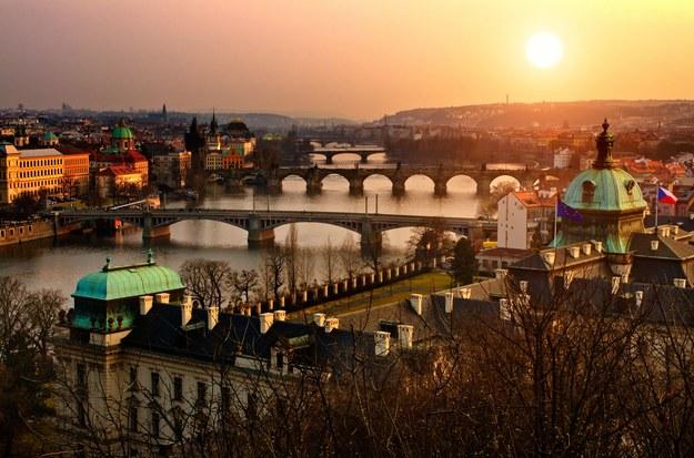 W Pradze znajdziemy mnóstwo urokliwych miejsc /123/RF PICSEL