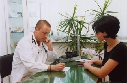 W przychodniach interniści przyjmują nawet  po 40 chorych dziennie /© Bauer