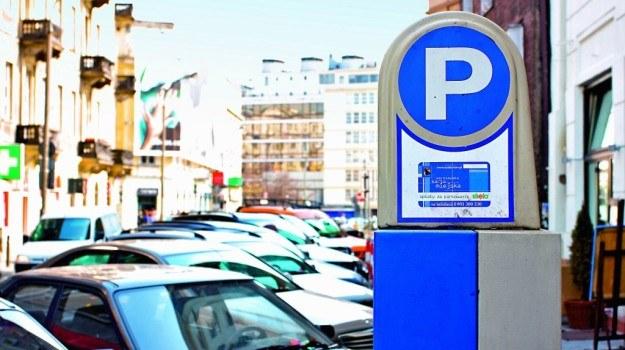 W przypadku awarii najbliższego parkometru bilet należy kupić w innym urządzeniu. /Motor