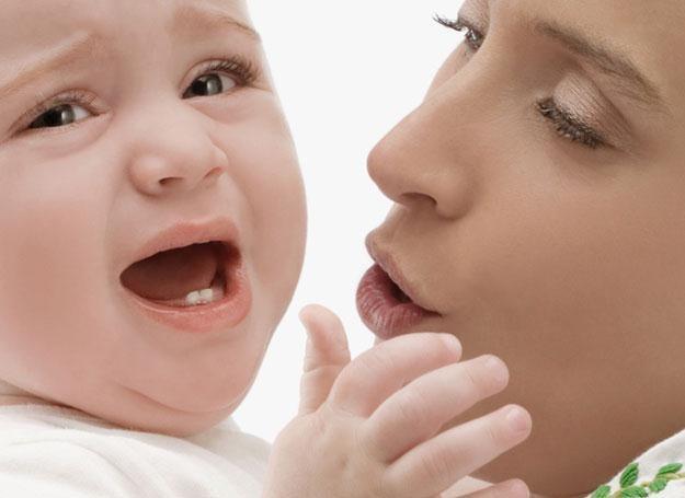 W przypadku bolących dziąseł dziecka pomocny może okazac się masaż /© Panthermedia