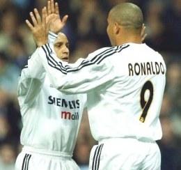 W przyszłym roku Roberto Carlos i Ronaldo wzbogacą się o hiszpańskie paszporty /AFP
