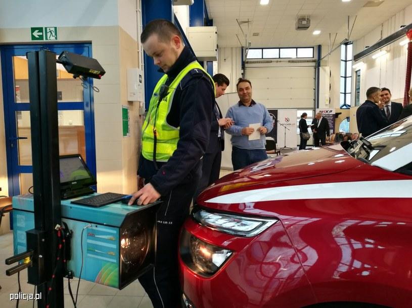W ramach akcji kierowcy mogą bezpłatnie skontrolować światła /Policja