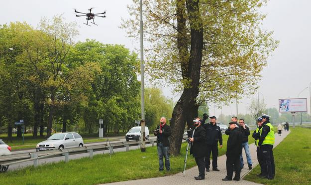 W ramach testów dron został oddelegowany do monitorowania bezpieczeństwa w okolicach przejść dla pieszych. /Motor