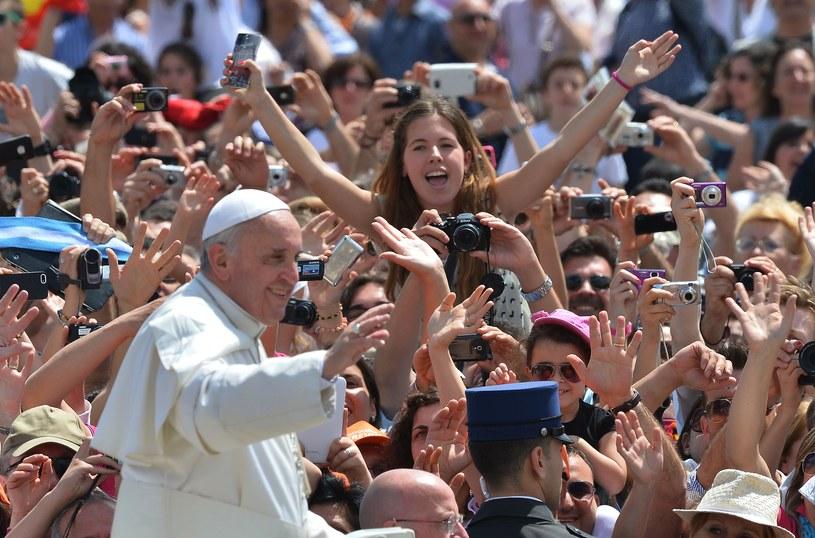 W Roczniku Papieskim (Annuario Pontificio) na 2013 rok odnotowano obecność dwóch papieży /AFP