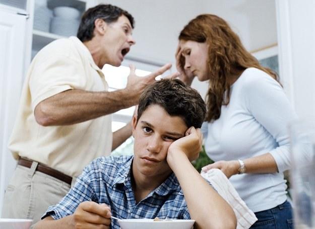 W rodzinie, gdzie małżonkowie nawzajem się nie szanują i dręczą dziecku nie jest łatwo