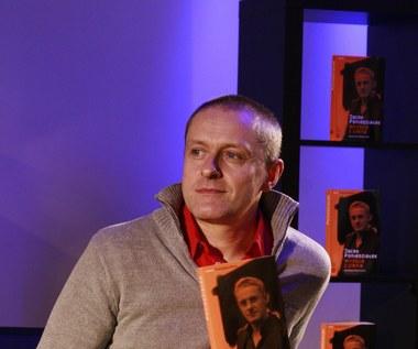 """W roku 2005 roku, jako jeden z pierwszych w polskim show-biznesie, wyznał oficjalnie na łamach prasy, że jest gejem. W 2010 roku ukazała się jego biografia """"Wyjście z cienia""""."""