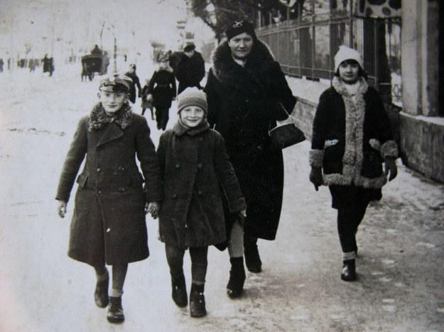 W Równem przed wojną. Od lewej: Ryszard, Halina, matka, Krystyna /Centrum Dokumentacji Zsyłek, Wypędzeń i Przesiedleń Uniwersytetu Pedagogicznego /