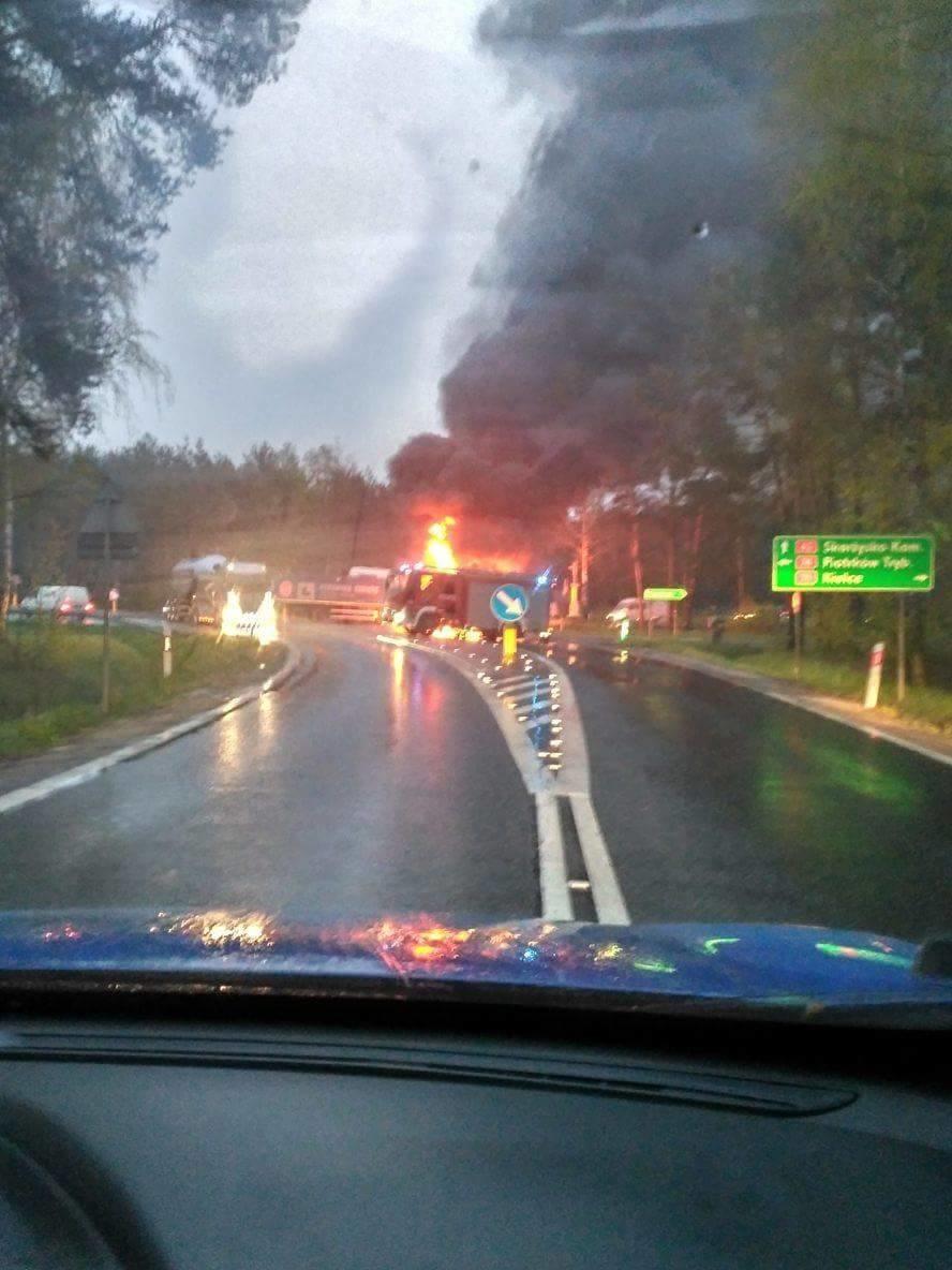 W Rudzie Malenieckiej zderzyły się dwie ciężarówki /Emil /Gorąca Linia RMF FM