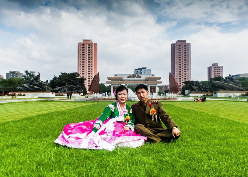 W rządowej propagandzie Korea Północna jawi się jako najszczęśliwsze miejsce na świecie /East News