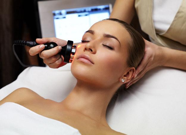 W salonie kosmetycznym możesz zapobiec wielu problemom /©123RF/PICSEL