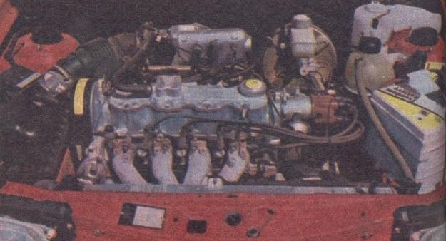 W samochodach Kadett możliwa jest wymiana tarczy sprzęgła bez wymontowywania silnika bądź skrzyni biegów. Na zdjęciu silnik 1,8 l z wtryskiem paliwa. /Motor