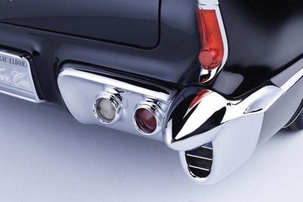 W samochodzie zamontowano silnik V8 o mocy 365 KM /