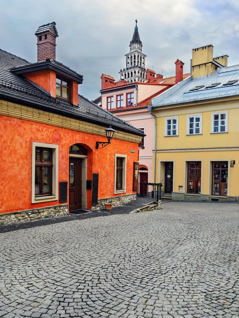 W sąsiedztwie zamku, można podziwiać znakomicie zachowane kamienice w stylu wiedeńskim /123RF/PICSEL