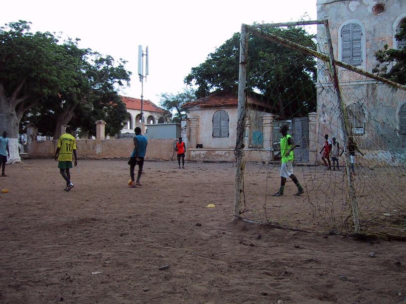 W Senegalu gra się w piłkę wszędzie /Fot. Michał Zichlarz /INTERIA.PL