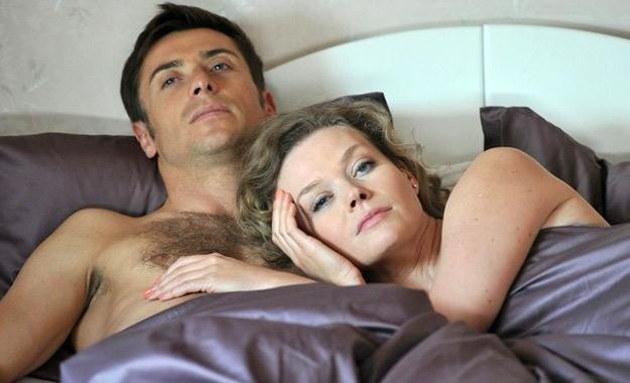 """W serialu """"M jak miłość"""" Marek Mostowiak (Kacper Kuszewski) miał romans z Anną (Tamara Arciuch) /Agencja W. Impact"""