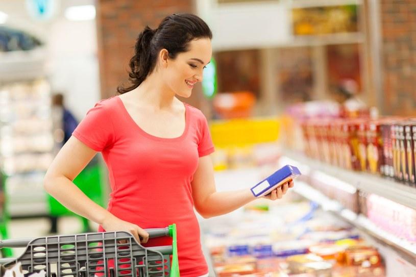 W sezonie letnim bardzo ważne jest, aby zadbać o nasze zakupy spożywcze również w drodze do domu /123RF/PICSEL