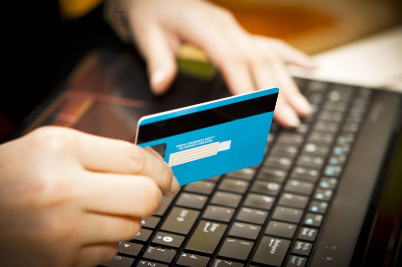 W sieci musimy pilnować naszych danych - nigdy nie podawać ich na stronach innych niż te bankowe /©123RF/PICSEL