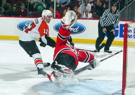 W starciu Devils z Flyers walki nie zabrakło /AFP