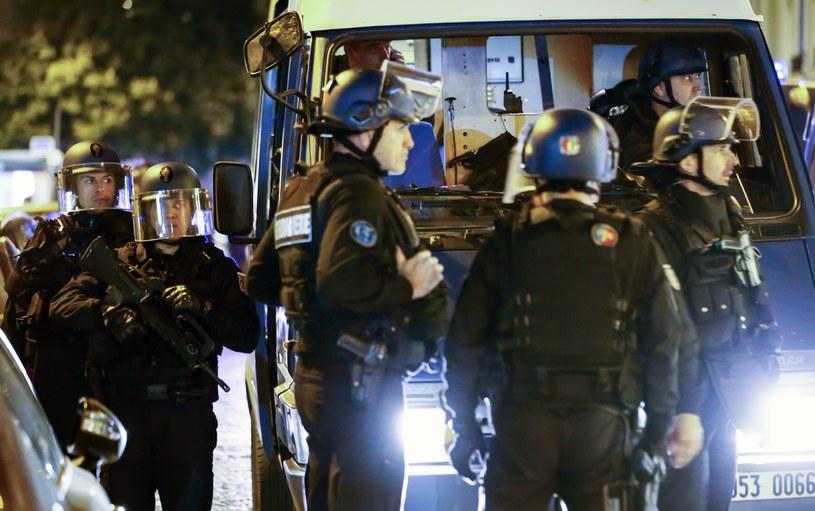 W strzelaninie, do której doszło w czwartek wieczorem w centrum Paryża, w pobliżu Pól Elizejskich, zginął jeden policjant /IAN LANGSDON /PAP/EPA