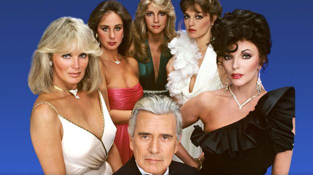 """W styczniu minęły 34 (!) lata od premiery """"Dynastii"""". Losami rodów Carringtonów i Colbych żyli widzowie na całym świecie. Najpopularniejsza soap-opera lat 80. zalicza się dziś do kultowych. /materiały prasowe"""