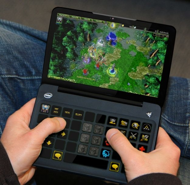 W Switchblade połączono 7-calowy ekran dotykowy z dynamiczną klawiaturą dotykową /INTERIA.PL