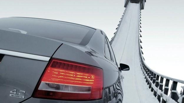 W systemach typu Audi Quattro (centralny dyferencjał Torsen) rozdział napędu jest uzależniony od aktualnych obciążeń obu osi. /Audi