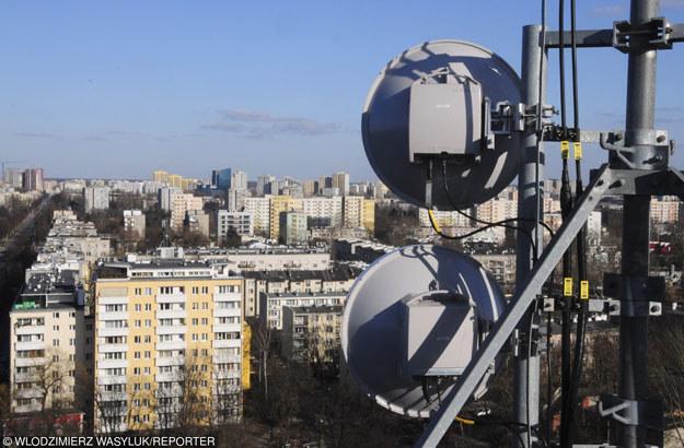 """""""W szalonym tempie zagęszczono liczbę stacji bazowych telefonii komórkowej i wzmocniono pole elektromagnetyczne"""" /Włodziemierz Wasyluk /Reporter"""