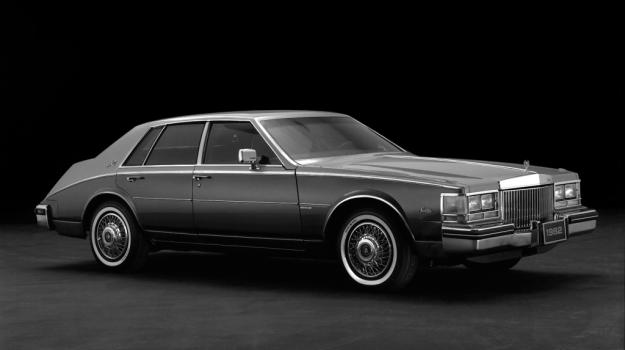 W tak dużym pojeździe (dł. 520 cm, szer. 180 cm) odłączanie cylindrów daje szczególnie dobre wyniki. /Cadillac