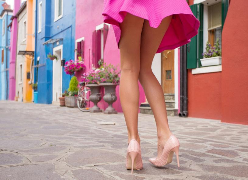 W taki dzień spódnica to strój obowiązkowy! /123RF/PICSEL