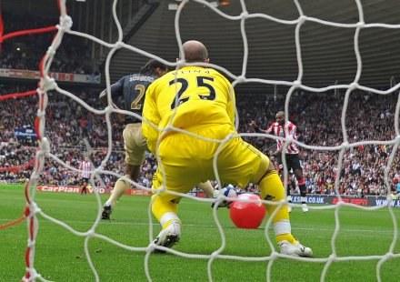 W taki sposób Liverpool stracił gola. /AFP
