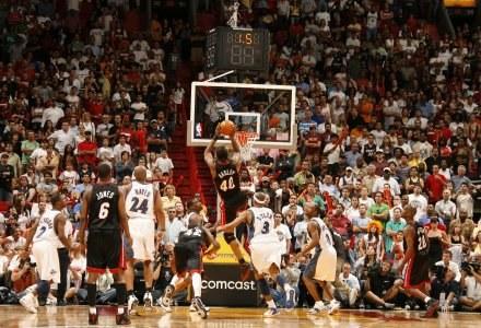 W taki sposób Udonis Haslem rzucił zwycięskie punkty dla Heat Fot. Issac Baldizon/NBAE/Getty Images /
