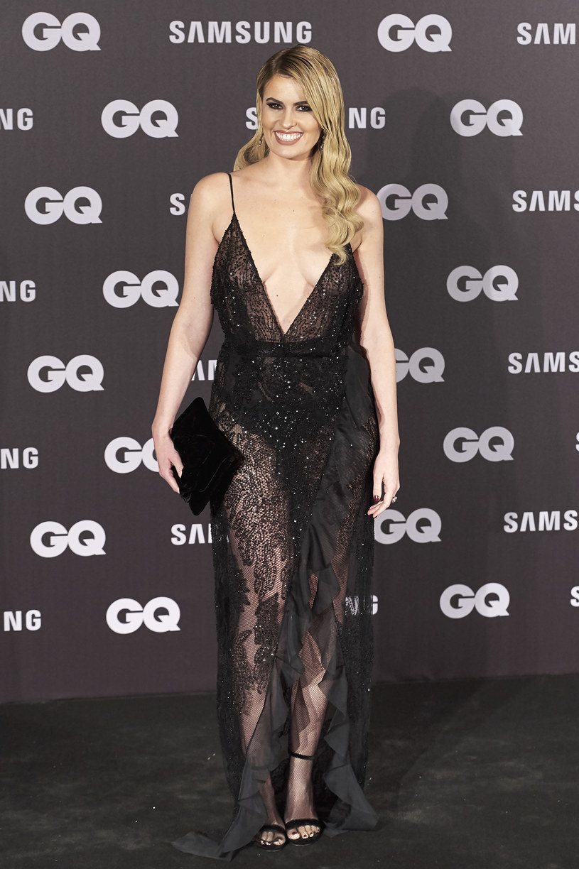 W takiej sukience nie trudno o wpadkę /Carlos Alvarez /Getty Images