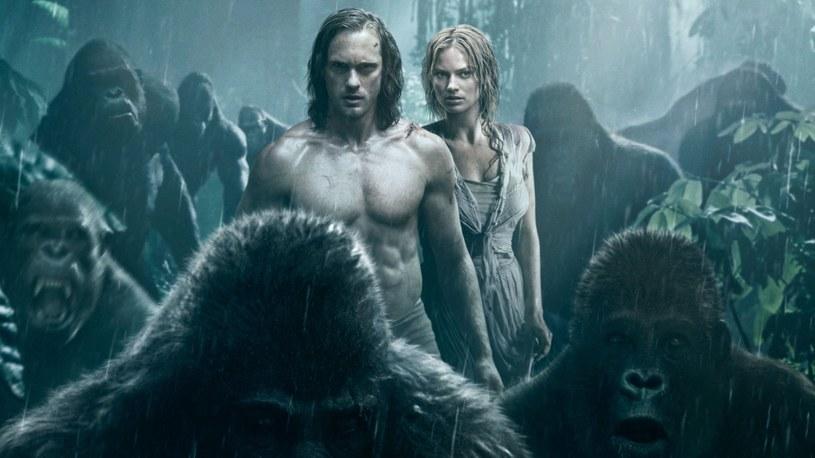 W Tarzana wciela się tym razem Alexander Skarsgård. Na ekranie partneruje mu piękna Margot Robbie /materiały prasowe