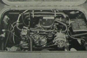 W tej samej komorze silnikowej mieści się, choć z trudem, rzędowy czterocylindrowy silnik wysokoprężny. Na przeciwsobny układ silnika benzynowego wpłynęła ostra kalkulacja ekonomiczna. /Volkswagen