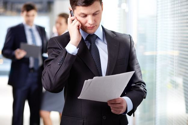 W telekomunikacji mediana wynagrodzenia całkowitego wynosi 5200 zł brutto /123RF/PICSEL