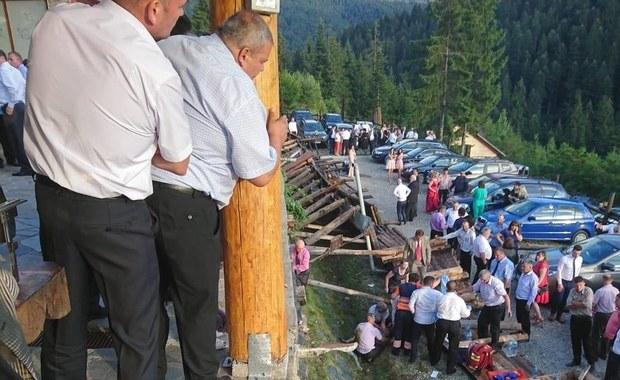 W trakcie wesela zerwała się balustrada. 18 osób rannych