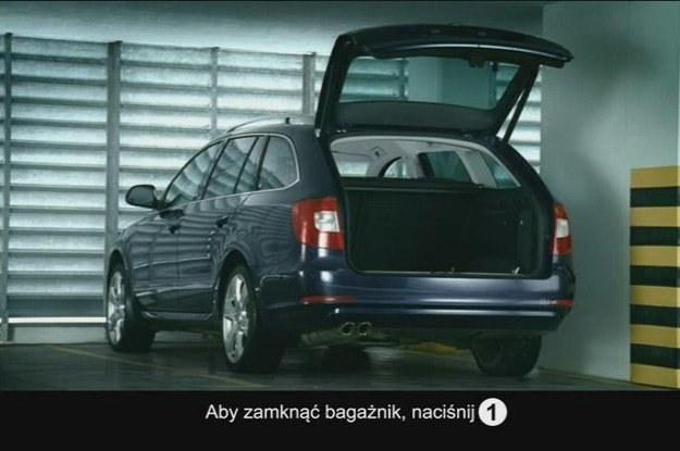 """W TVP1 widzowie zobaczą statyczny obraz modelu i  napis: """"Naciśnij 1, by zamknąć bagażnik"""" /"""