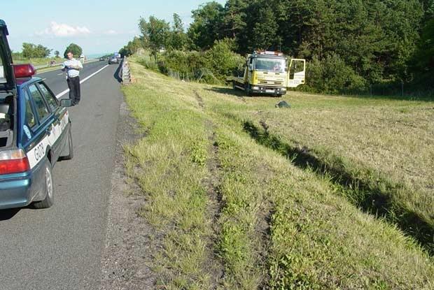 W tym miejscu astra wypadla z autostrady... / kliknij /INTERIA.PL