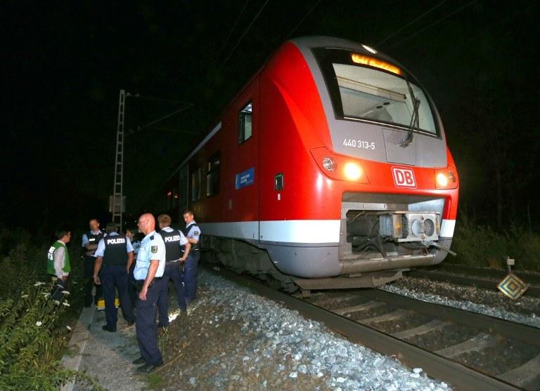 W tym pociągu 17-latek zaatakował współpasażerów /Karl-Josef Hildenbrand / dpa / AFP /AFP