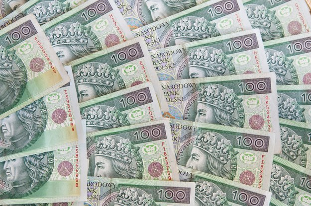 W tym roku na podniesienie wynagrodzeń w państwowej kasie wygospodarowano 2 mld zł /123RF/PICSEL