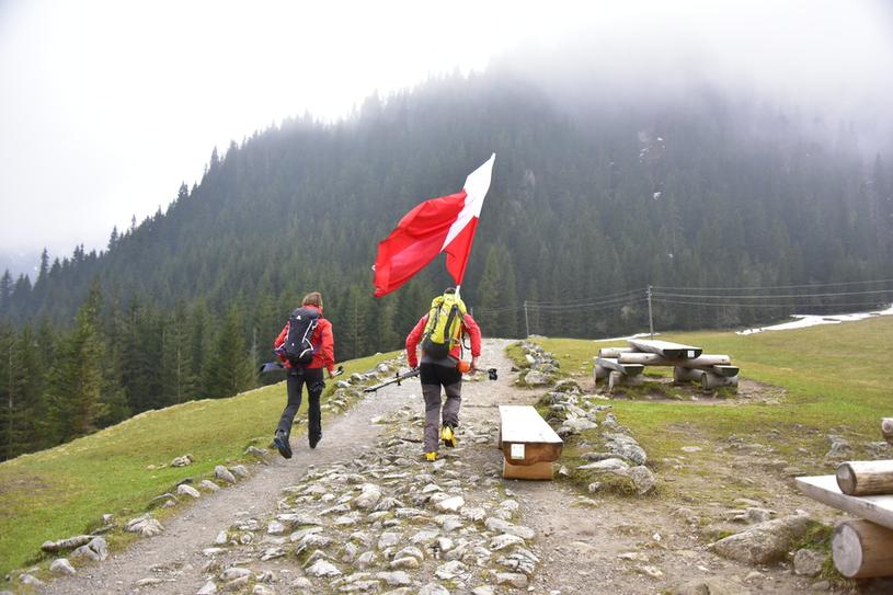 W ubiegłym roku Andrzej Bargiel wyniósł flagę na Giewont /RMF FM