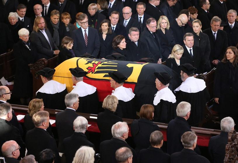 W uroczystościach pogrzebowych brała udział kanclerz Angela Merkel /PAP/EPA