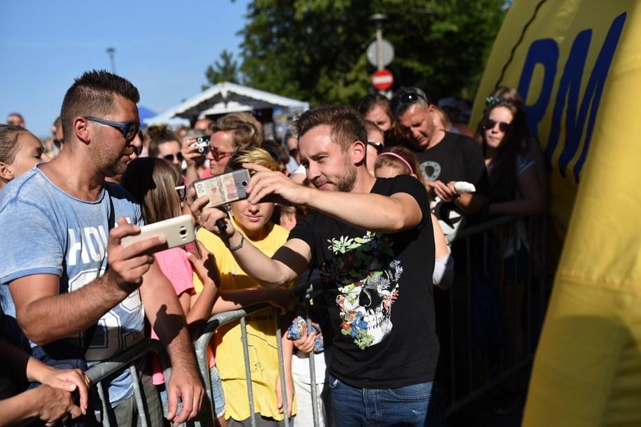 W Ustce zgromadziło się wielu fanów zespołu Enej /Karolina Jóźwiak dla RMF FM /