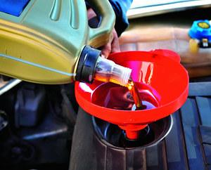 W używanym silniku trzeba wymienić olej i filtry, a często także pasek rozrządu. /Motor