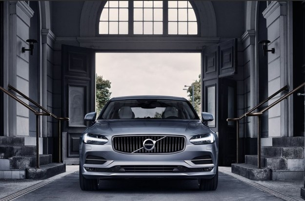 W Volvo S90 znajdziemy całe zatrzęsienie zaawansowanych technologii /INTERIA.PL/informacje prasowe