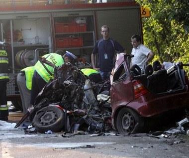 W wakacje na drogach zginęło blisko 700 osób. Żałoba narodowa?