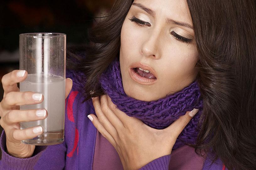 W walce z objawami anginy pomogą domowe sposoby /©123RF/PICSEL