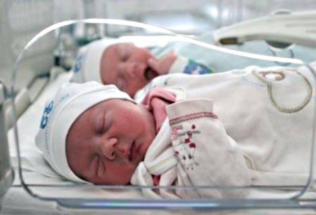 W Warszawie rodzi się coraz więcej dzieci. Eksperci są zaskoczeni /Agencja SE/East News